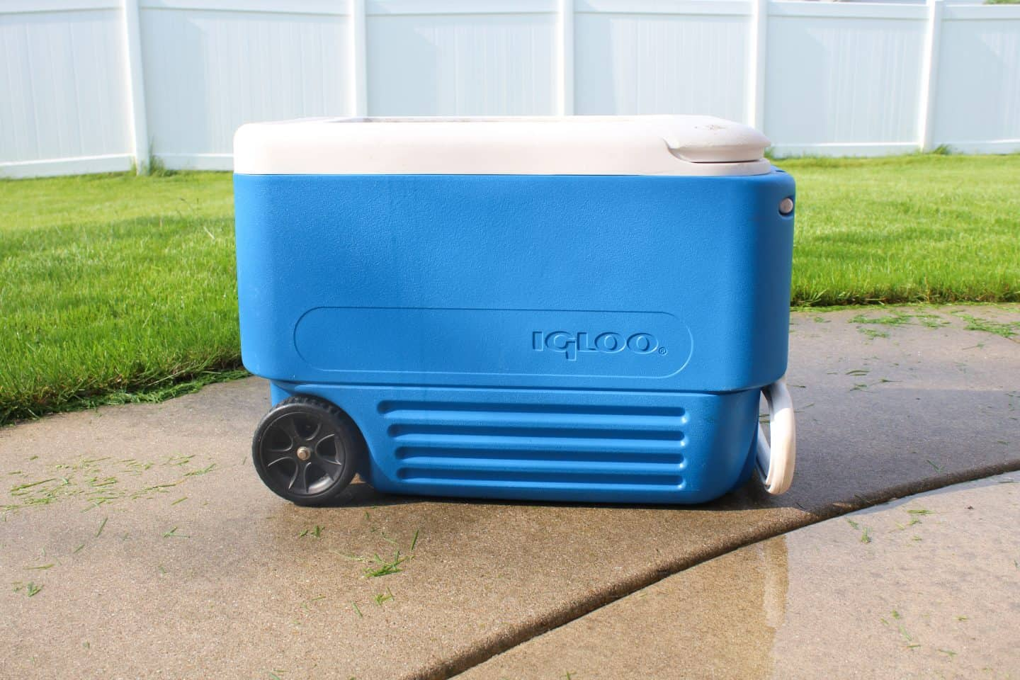 Beat the heat this summer by turning a cooler into a portable water table. Intended for older children add water and they can splash around and have lots of fun #watertable #momhack #preschooler