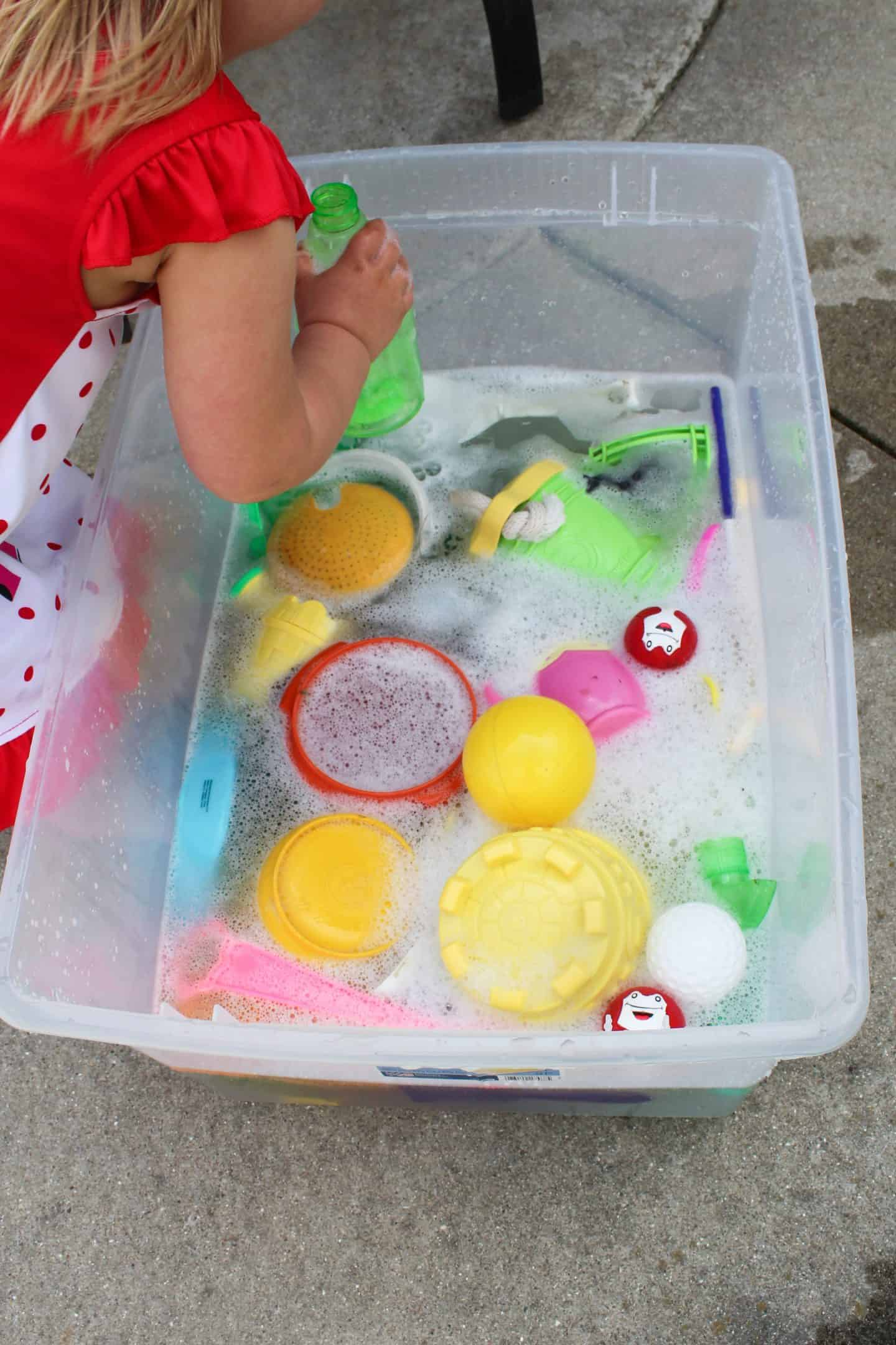 Water play ideas for preschool aged children using sensory bins. Add bubbles to a water table and have your preschooler do the dishes #preschoolactivity #waterplay