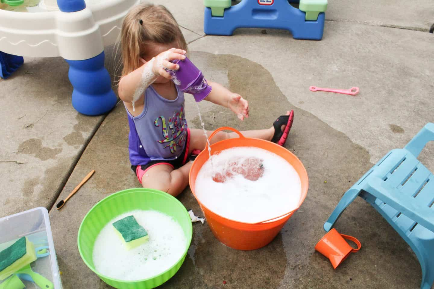 Use large buckets of water for tons of toddler water play. Add bubbles and allow your toddler to play in the water #waterplay #toddleractivities #preschooler #sensoryplay #sensoryboxes