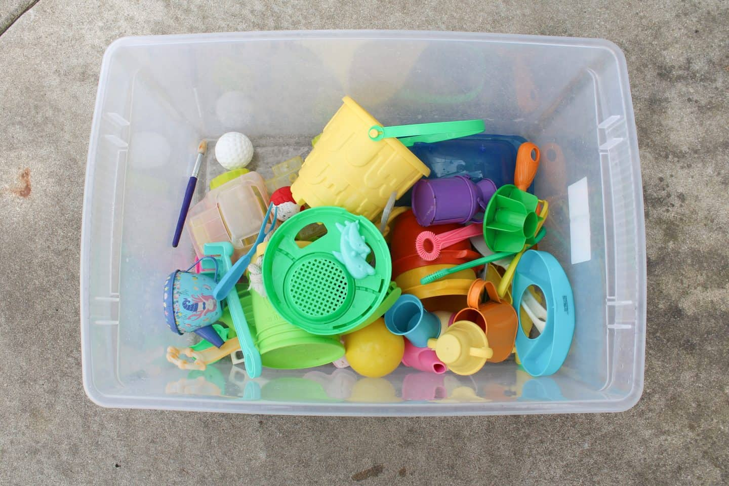 Fun toys to add to your water table. Water tables. toys from the dollar store and odds and ends from around the house #sensoryplay #sensorybox #sensoryactivity #watertable