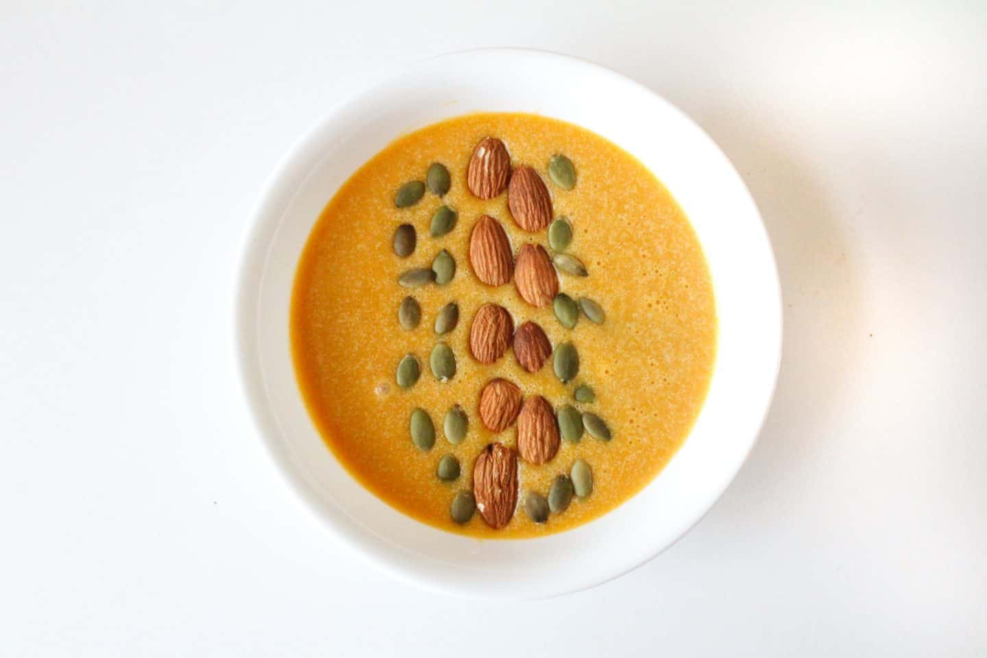 Pumpkin pie smoothie bowl toppings